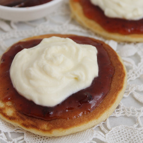 Homemade pikelets with jam and cream